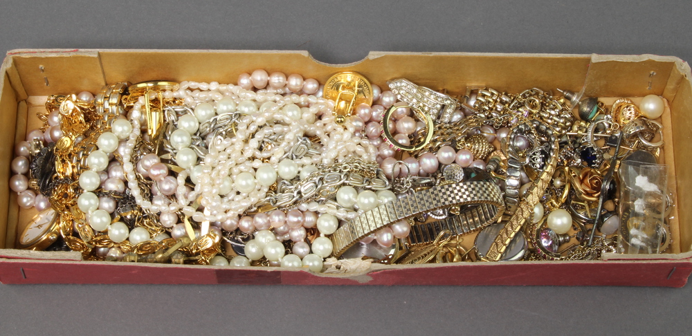 A quantity of Victorian and later costume jewellery