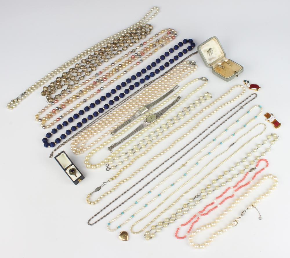 A quantity of vintage costume jewellery