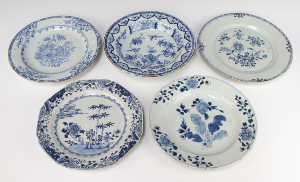 Four 18th Century Chinese plates decorated with flowers 23cm, ditto bowl 22cm One plate is cracked