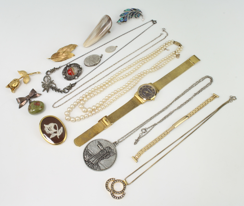 A stylish Continental paste set pendant and minor jewellery
