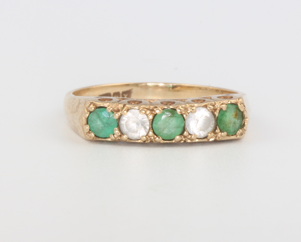 A Victorian style 9ct yellow gold and paste set ring, size M, 2.3 grams All stones are