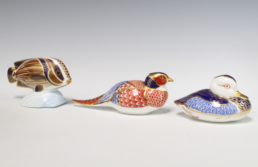 A Royal Crown Derby Imari pattern paperweight in the form of a duckling with silver stopper 11cm,