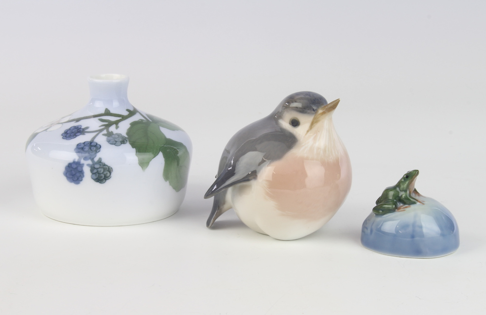 A Royal Copenhagen vase decorated with blackberries no.93 6cm, a ditto figure of a robin 8cm (