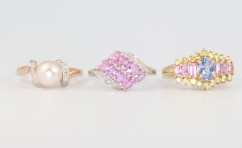 Two 9ct yellow gold and 1 9ct white gold gem set rings, size M, O and O, 9.4 grams