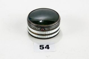 A GEORGE V SILVER TRINKET BOX with green hardstone inset lid and white enamelled sides, maker: L&