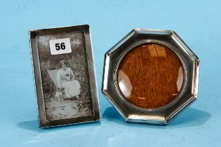 A GEORGE V OCTAGONAL SILVER PHOTO FRAME with reeded inner border, oak backed, maker: S&Co,