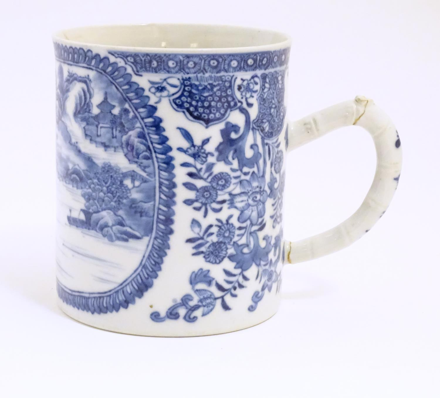 A Chinese blue and white export mug depicting a landscape scene with pagodas, with floral and - Image 4 of 6