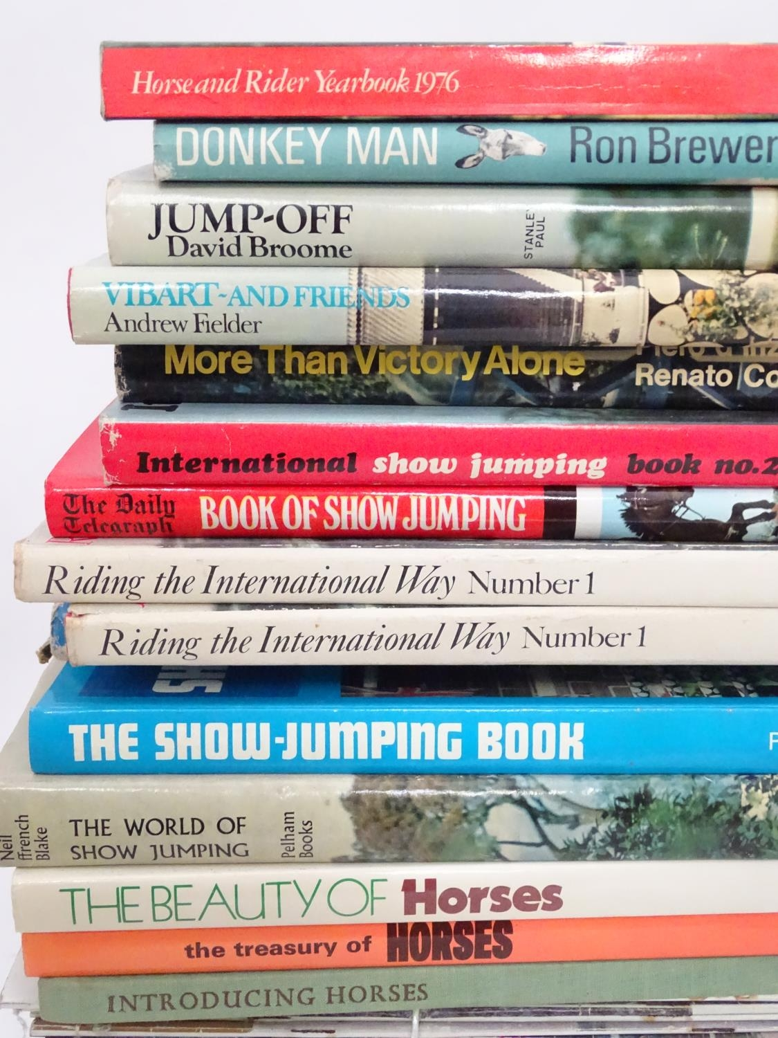 A quantity of riding books, titles to include Master of One, An autobiography of Dorian Williams, - Image 5 of 5
