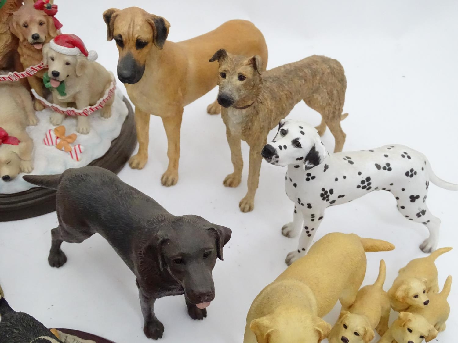 A quantity of dog figurines Please Note - we do not make reference to the condition of lots within - Image 5 of 10