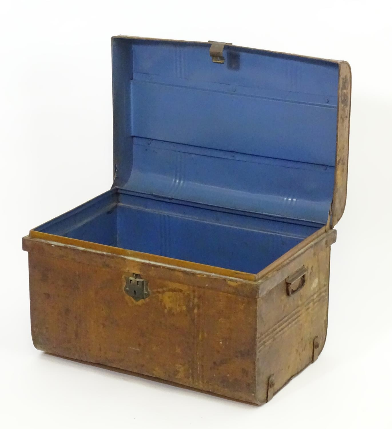 Two late 19thC tin trunks with lifting lids and flanked by carrying handles. The largest measuring - Image 5 of 11