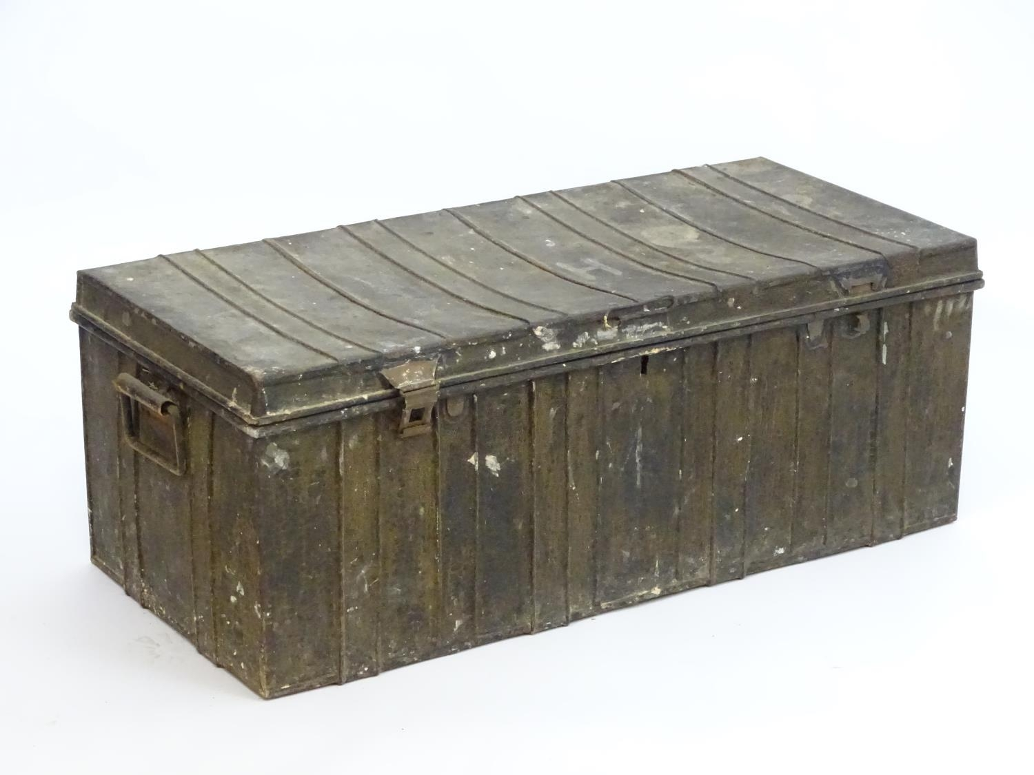 Two late 19thC tin trunks with lifting lids and flanked by carrying handles. The largest measuring - Image 10 of 11