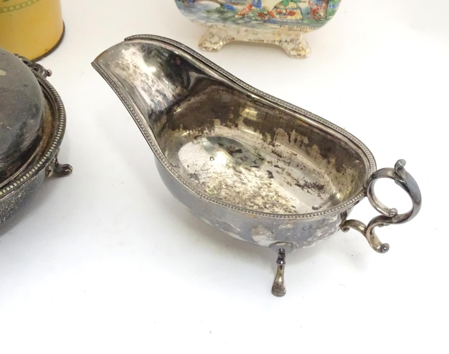 A quantity of silver plated items to include a biscuit barrel, toast rack, sauce boat, tongs, etc. - Image 12 of 30