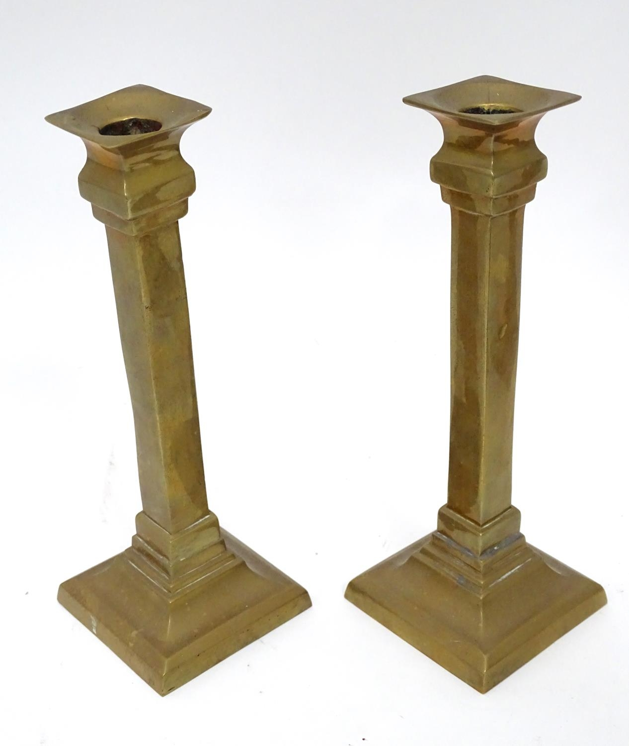 Four matching brass candlesticks, together with a pair of brass candlesticks (4+2) Please Note - - Image 4 of 5