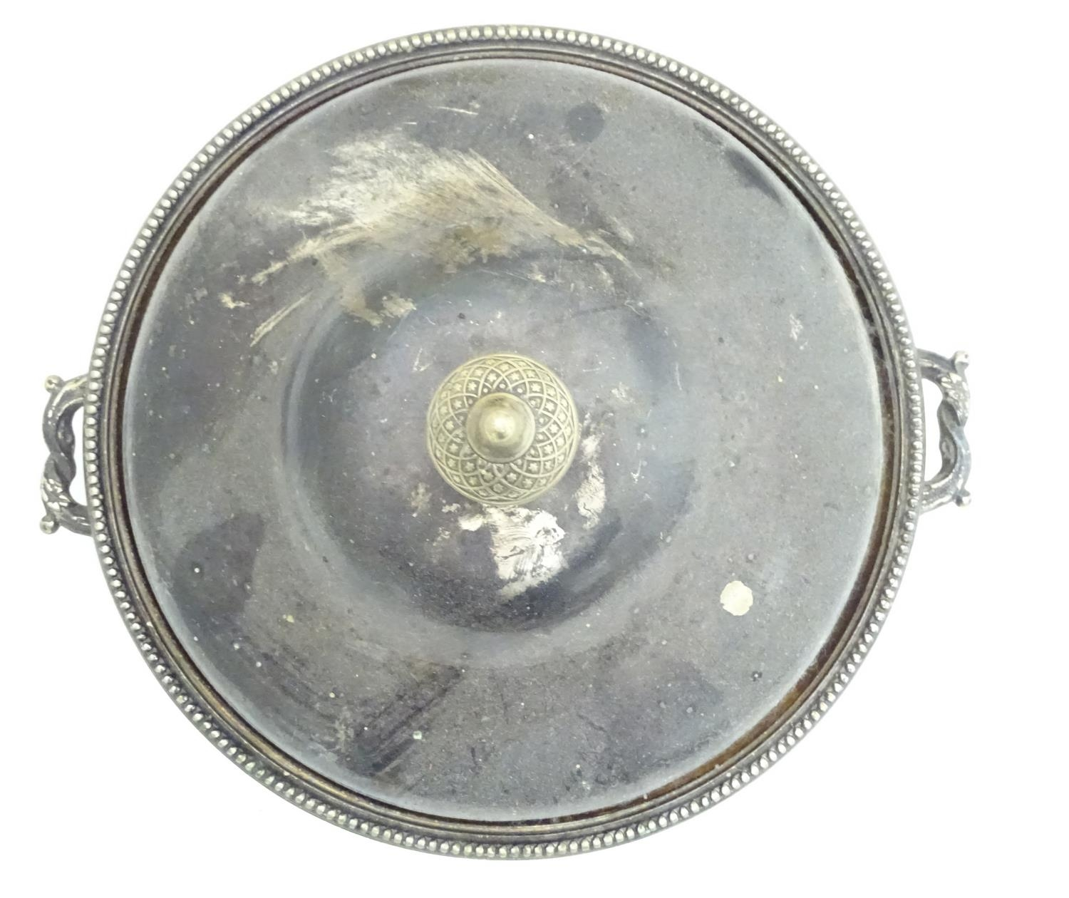 A quantity of silver plated items to include a biscuit barrel, toast rack, sauce boat, tongs, etc. - Image 16 of 30