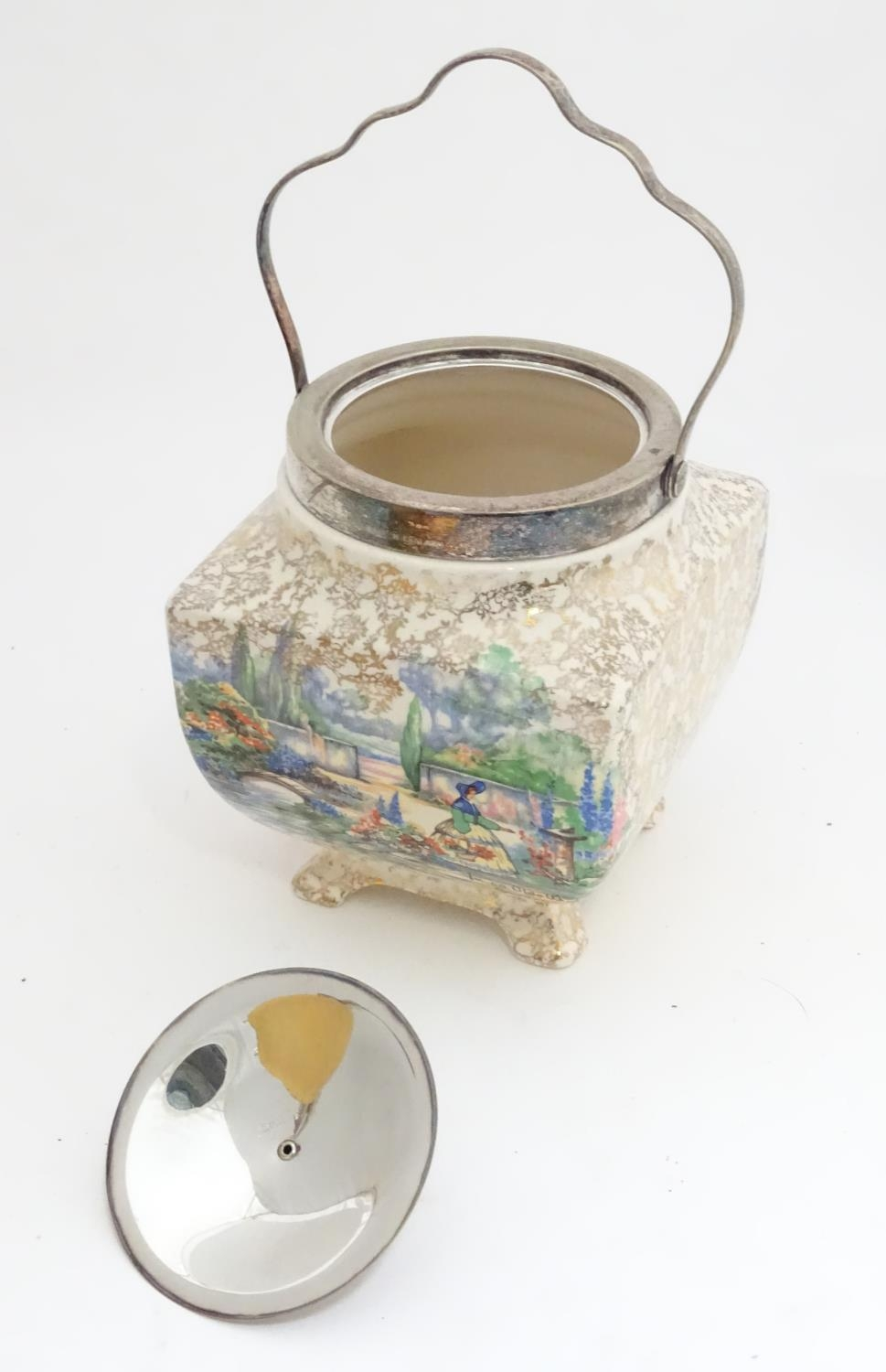 A quantity of silver plated items to include a biscuit barrel, toast rack, sauce boat, tongs, etc. - Image 20 of 30