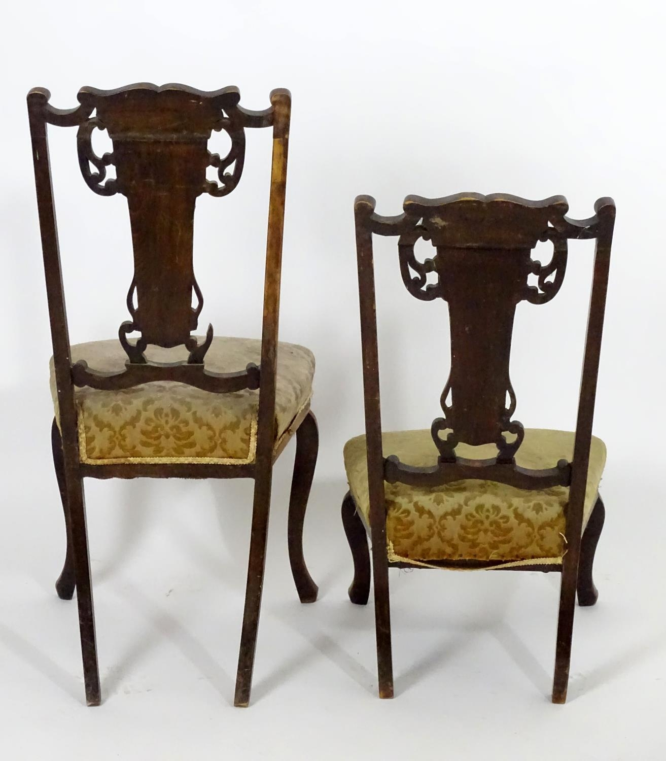 Two early 20thC side chairs with shaped top rails above tapered and pierced back splats with - Image 2 of 5