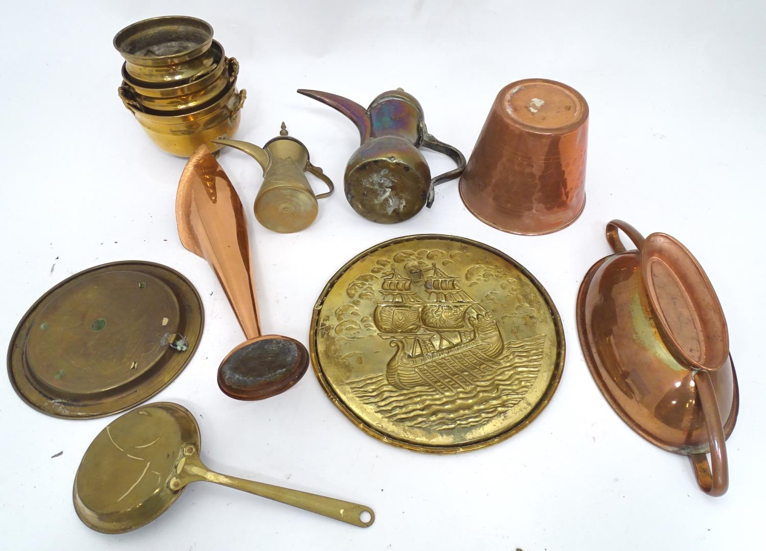 A quantity of brass and copper items Please Note - we do not make reference to the condition of lots - Image 2 of 5