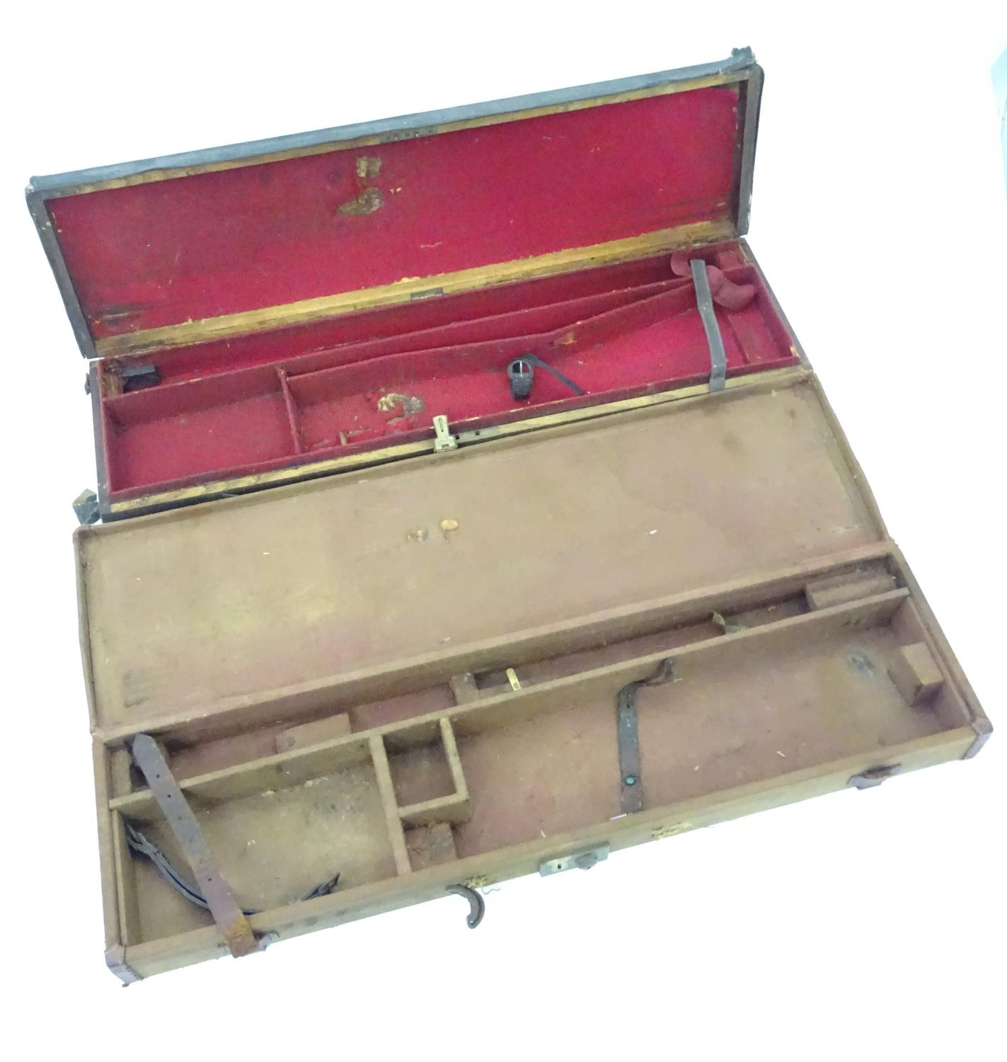 """A Victorian shotgun motor case for 31"""" barrels, the exterior with black leather finish, the interior - Image 4 of 6"""