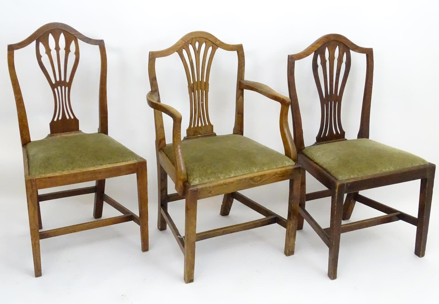 Three Georgian elm dining chairs (3) Please Note - we do not make reference to the condition of lots - Image 3 of 4