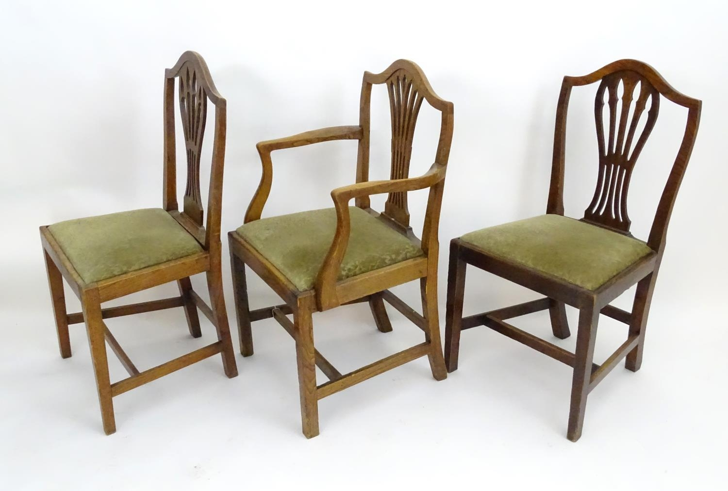 Three Georgian elm dining chairs (3) Please Note - we do not make reference to the condition of lots - Image 4 of 4