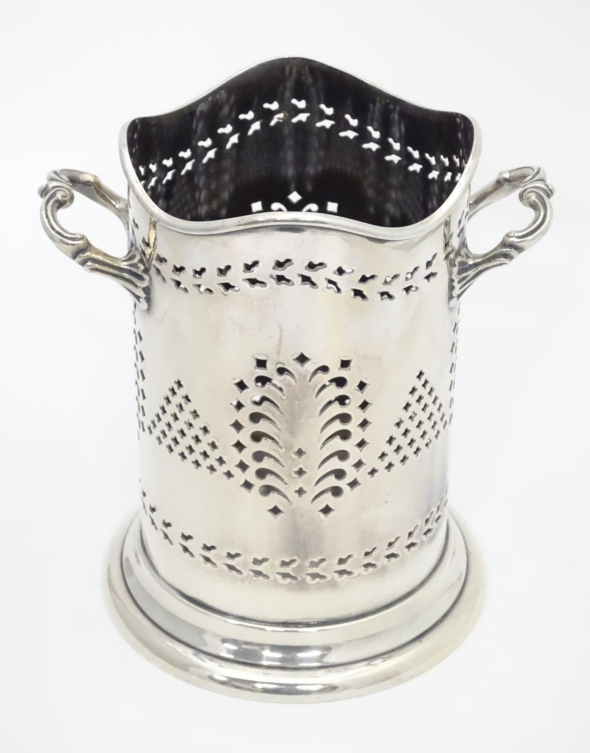 A silver plated siphon bottle holder, maker Walker and Hall Please Note - we do not make reference