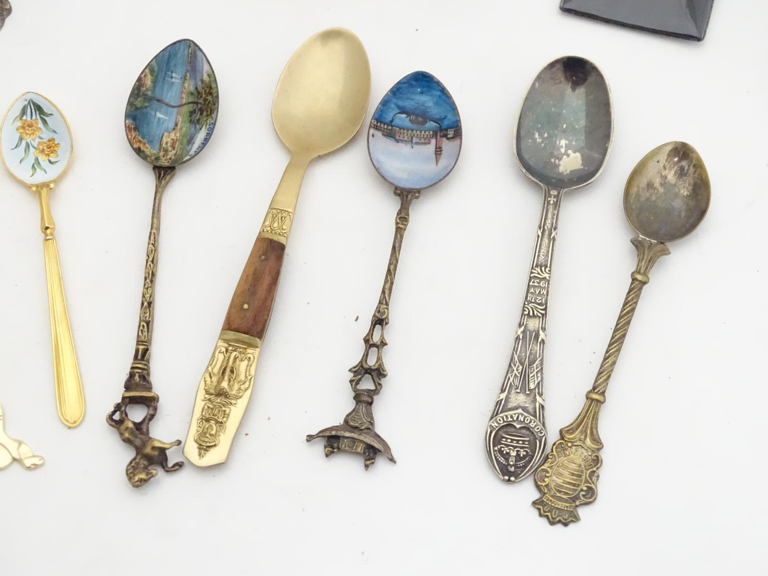 A quantity of assorted novelty spoons Please Note - we do not make reference to the condition of - Image 5 of 14