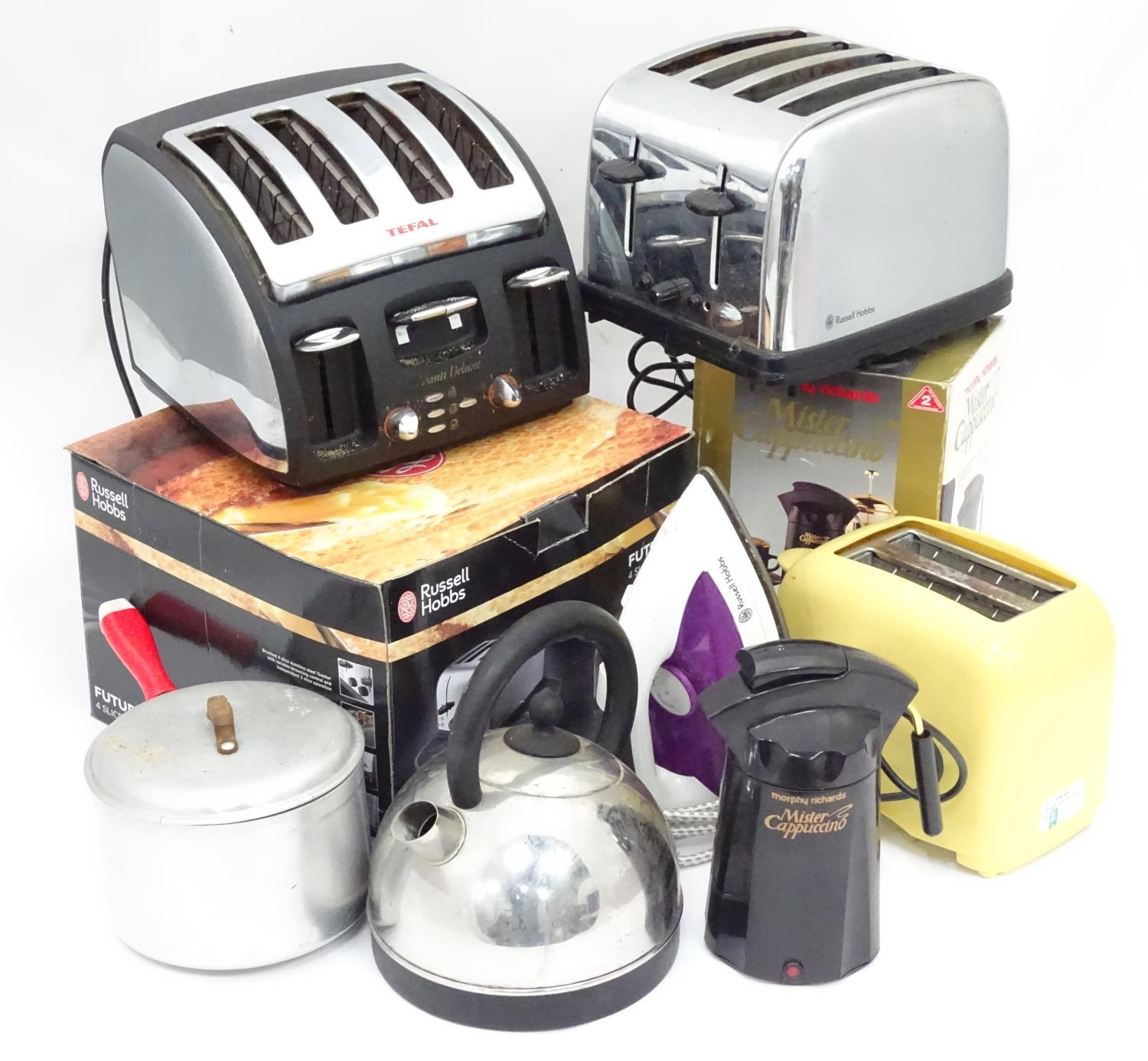 Assorted kitchenalia items to include a cappuccino machines, toasters, kettles etc. Please Note - we
