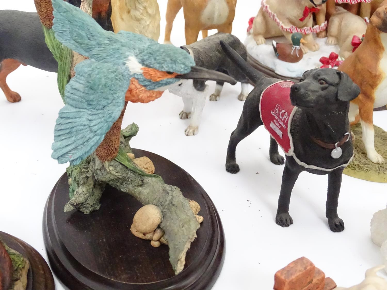 A quantity of dog figurines Please Note - we do not make reference to the condition of lots within - Image 7 of 10
