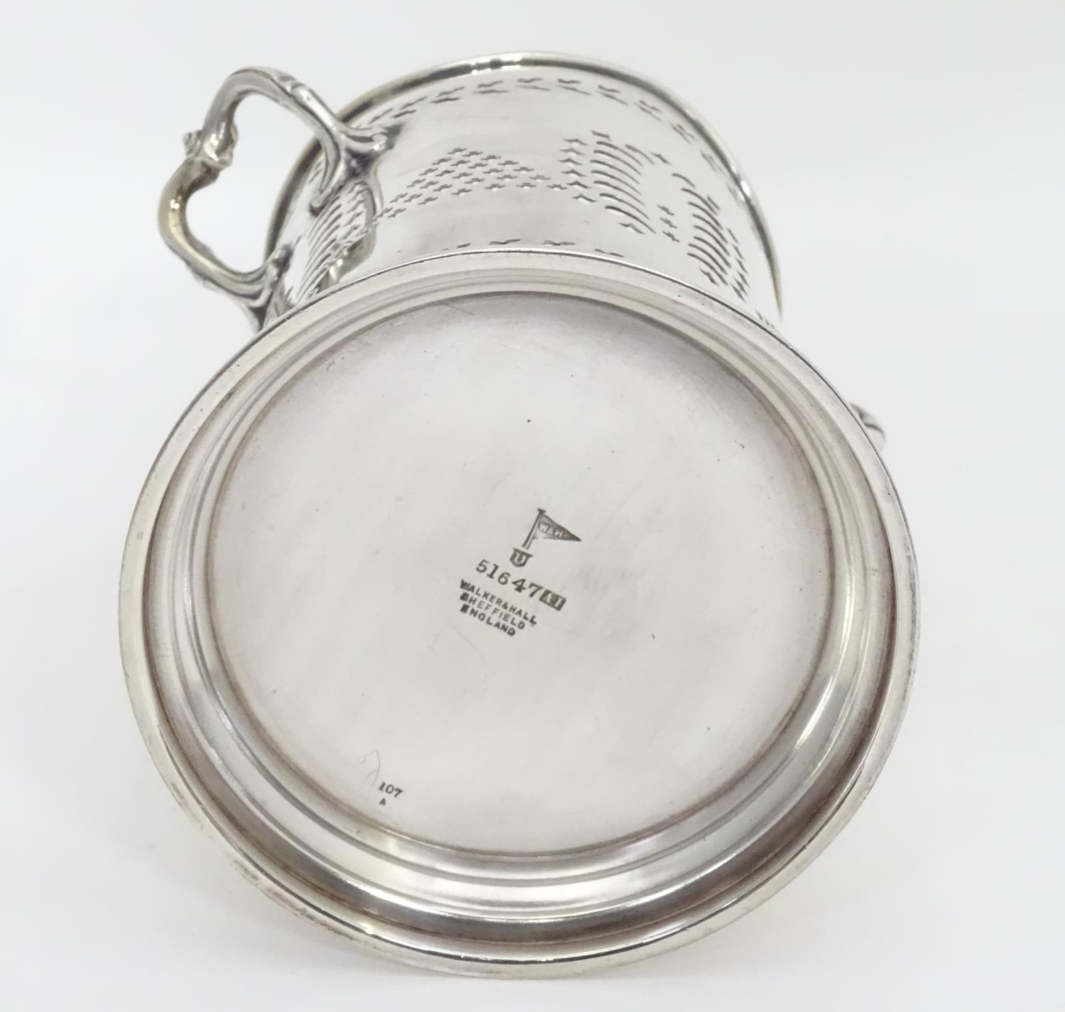 A silver plated siphon bottle holder, maker Walker and Hall Please Note - we do not make reference - Image 5 of 7