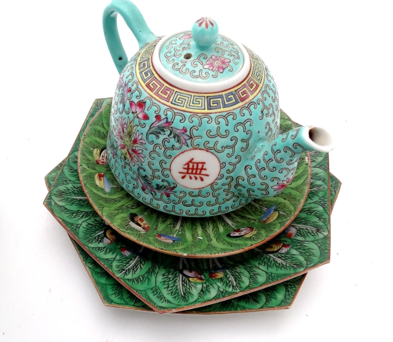 A quantity of assorted oriental ceramics, to include oriental tea bowls, teapot, etc. Please - Image 3 of 4