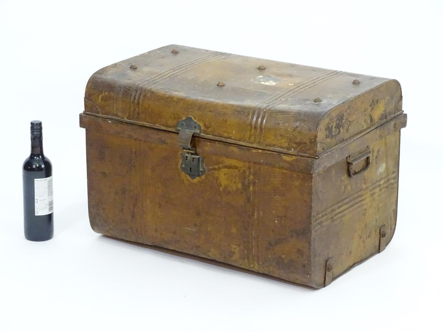 Two late 19thC tin trunks with lifting lids and flanked by carrying handles. The largest measuring - Image 6 of 11