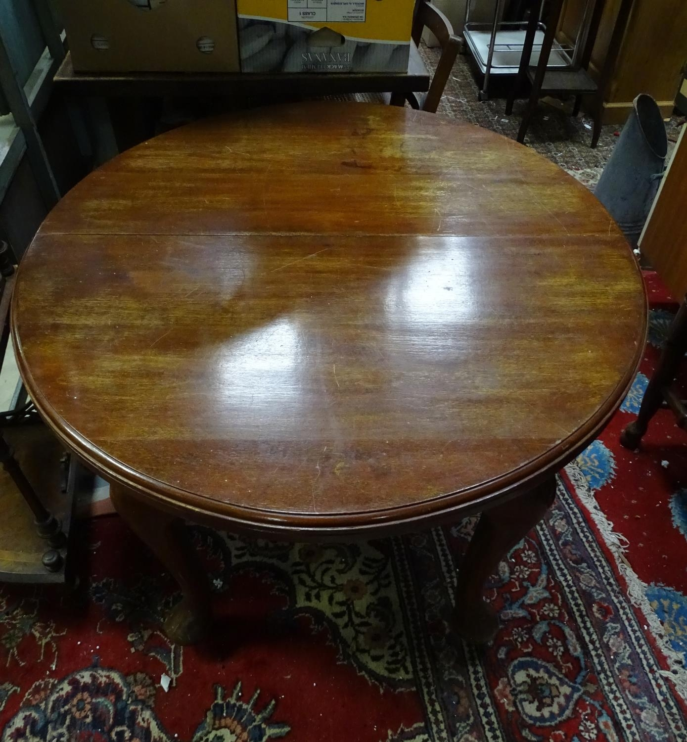 A mahogany oval dining table with cabriole legs and pad feet. Please Note - we do not make reference - Image 2 of 5
