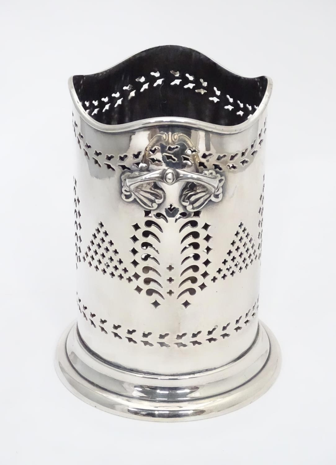 A silver plated siphon bottle holder, maker Walker and Hall Please Note - we do not make reference - Image 3 of 7