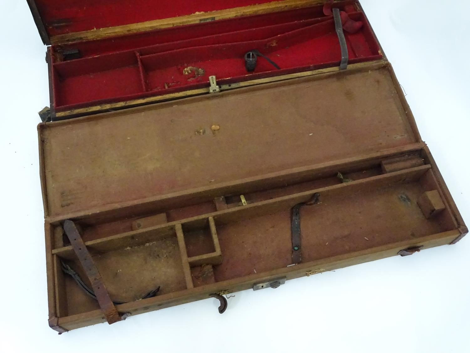 """A Victorian shotgun motor case for 31"""" barrels, the exterior with black leather finish, the interior - Image 6 of 6"""