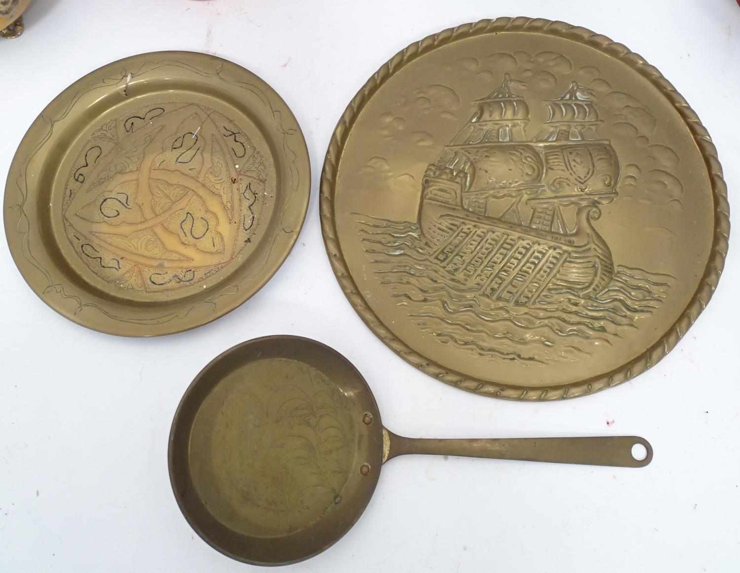 A quantity of brass and copper items Please Note - we do not make reference to the condition of lots - Image 3 of 5