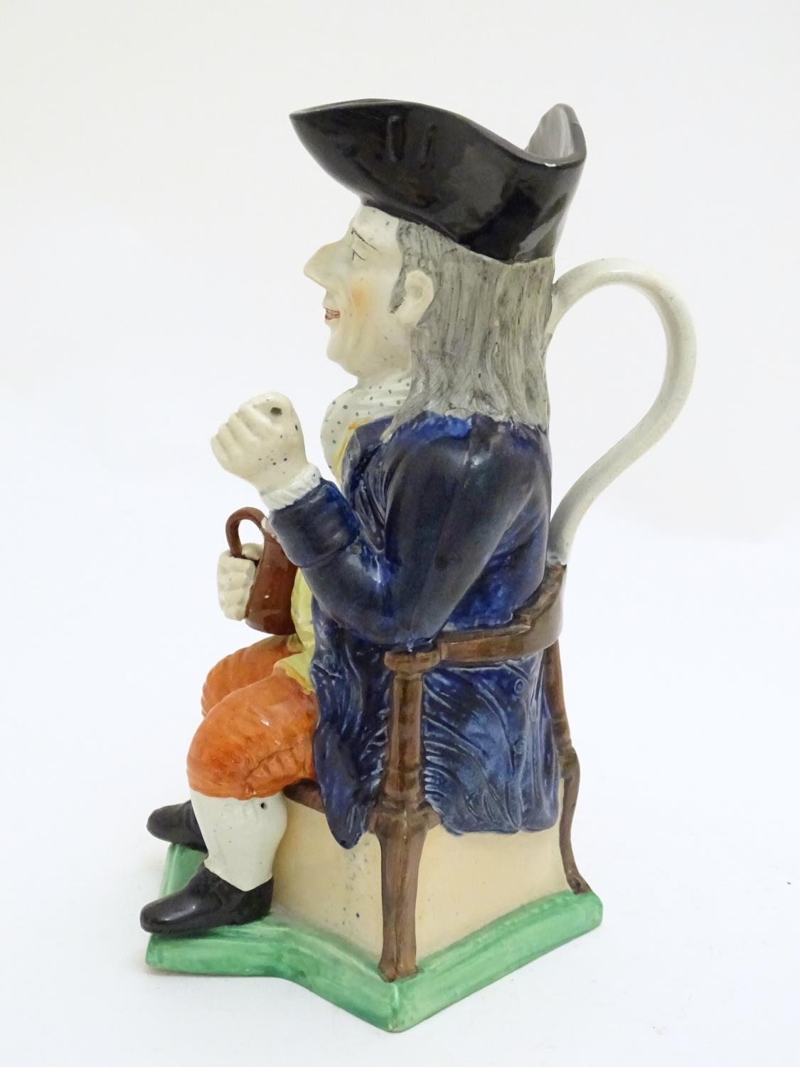 A large Toby jug formed as a seated gentleman in a tricorn hat with a tankard of ale. Approx. 10 3/ - Image 4 of 7