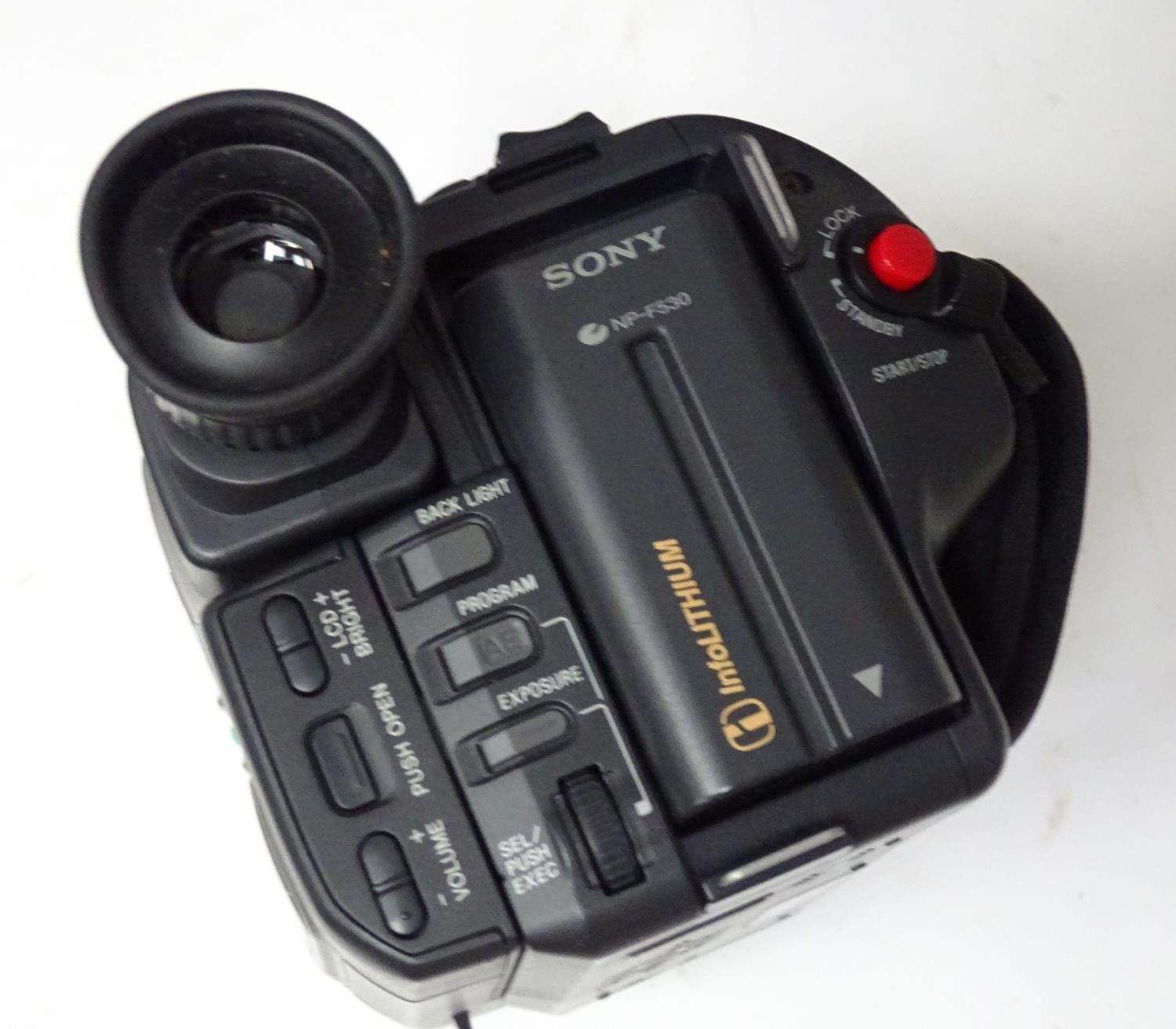 A quantity of cameras etc. Please Note - we do not make reference to the condition of lots within - Image 18 of 18