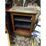 An early 20thC vitrine / display cabinet Please Note - we do not make reference to the condition