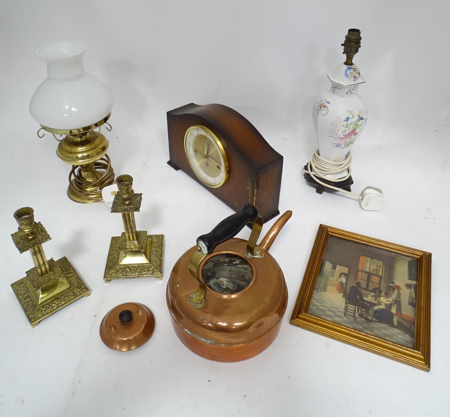 A box of assorted items to include ceramic lamp stand, brass candlesticks, 20thC mantle clock etc. - Image 4 of 10