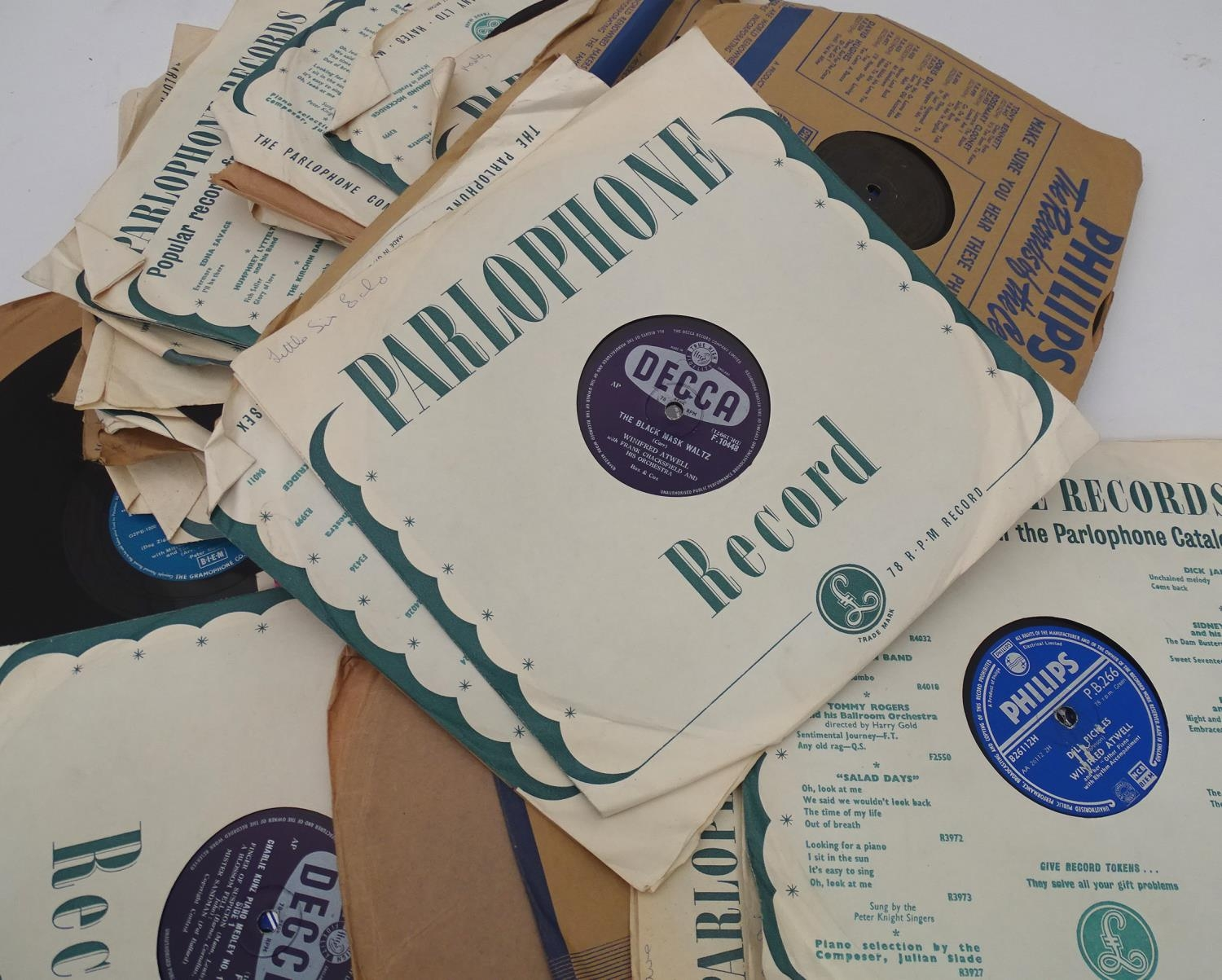 A quantity of 78 RPM vinyl records Please Note - we do not make reference to the condition of lots - Image 2 of 7