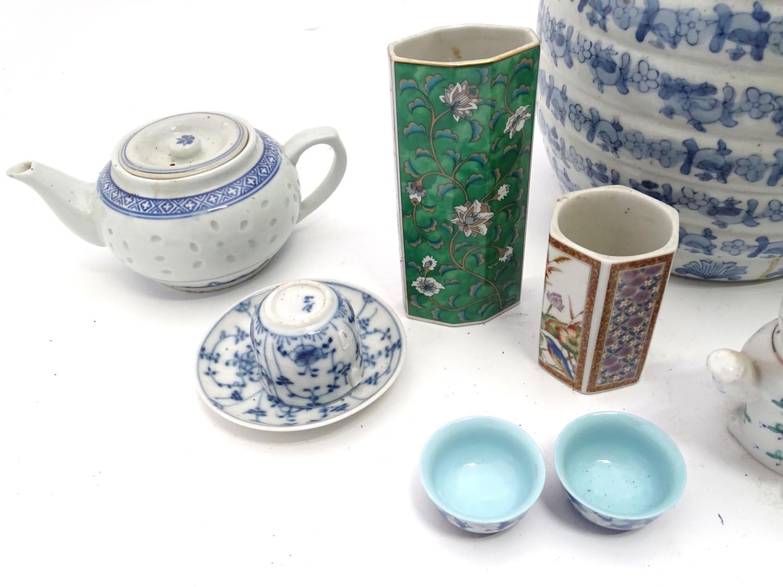 A quantity of assorted oriental ceramics, to include oriental tea bowls, teapot, etc. Please - Image 4 of 4