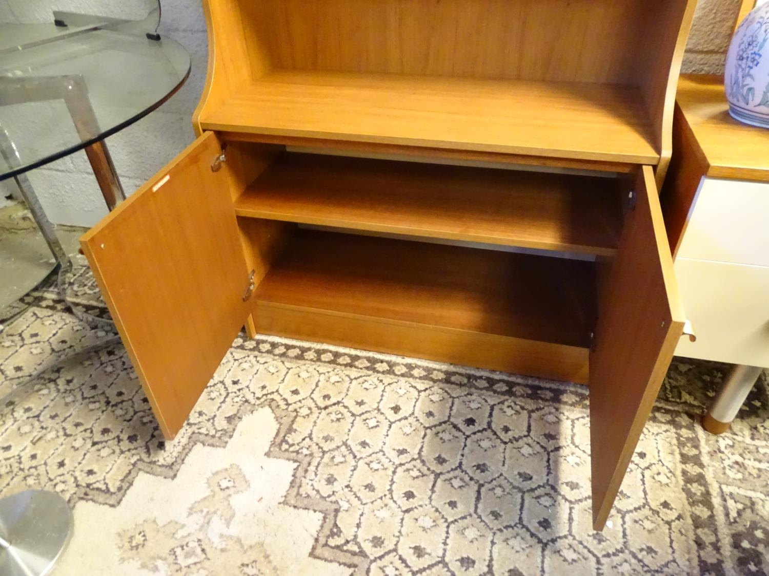 Vintage Retro, Mid Century: a Schreiber dresser bookcase, in teak finish with three shelves and - Image 7 of 7