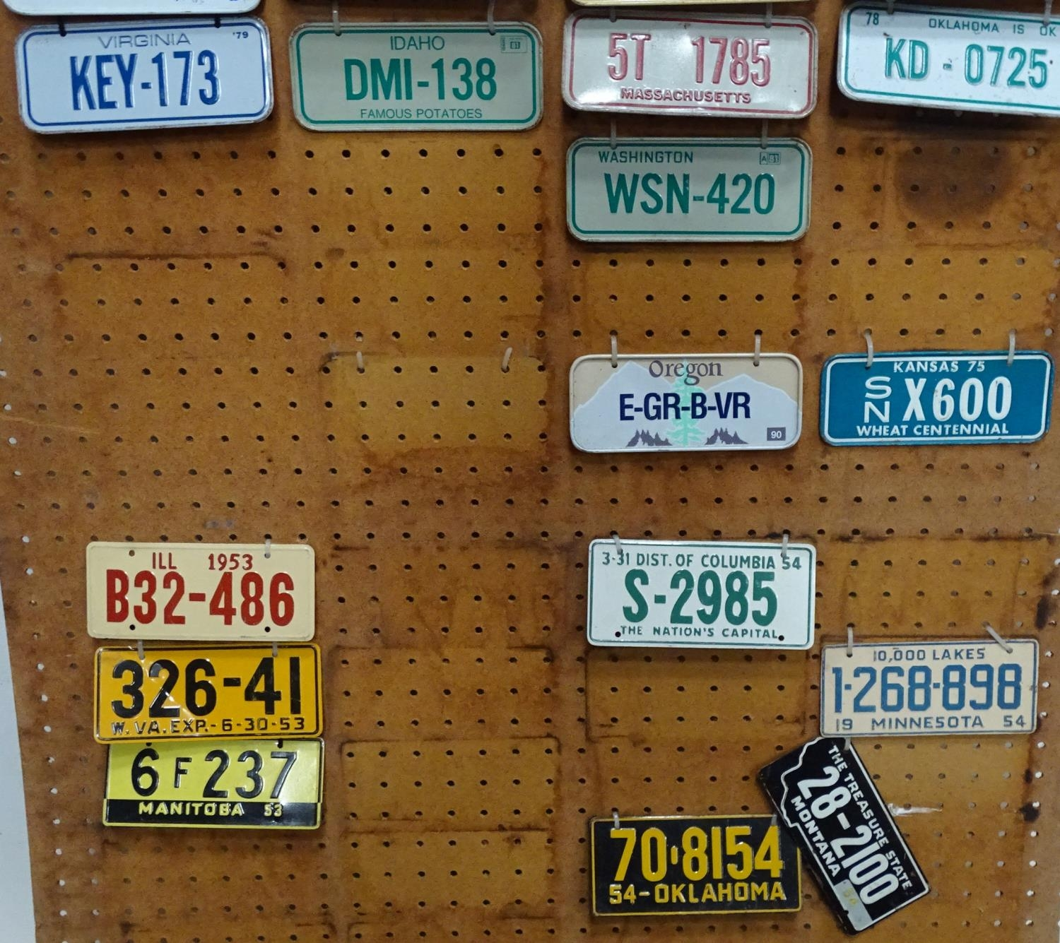 A quantity of assorted novelty American state licence plate of small proportions Please Note - we do - Image 2 of 4