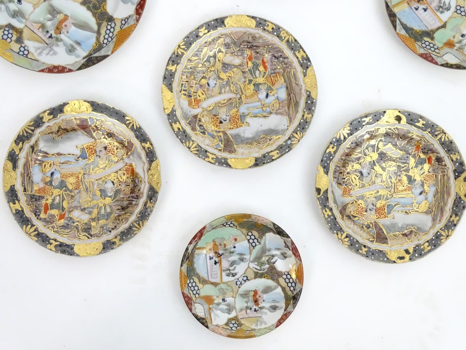 A quantity of Oriental ceramics Please Note - we do not make reference to the condition of lots - Image 4 of 9