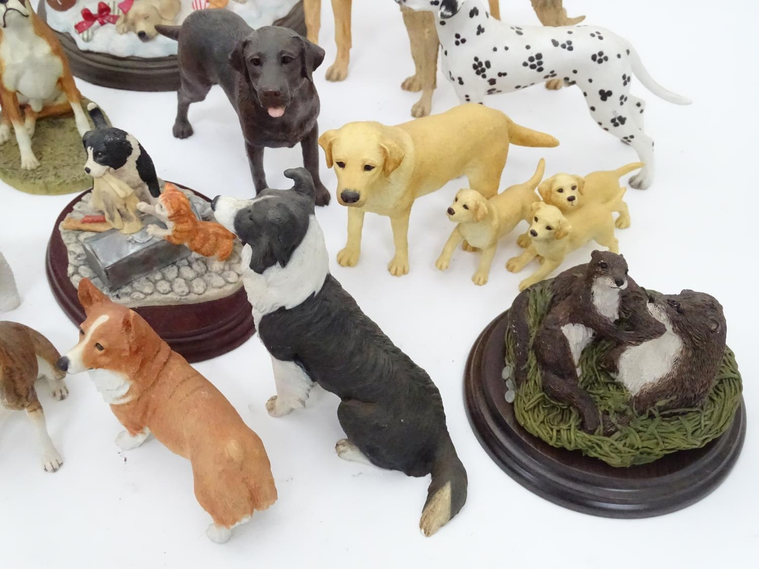 A quantity of dog figurines Please Note - we do not make reference to the condition of lots within - Image 4 of 10