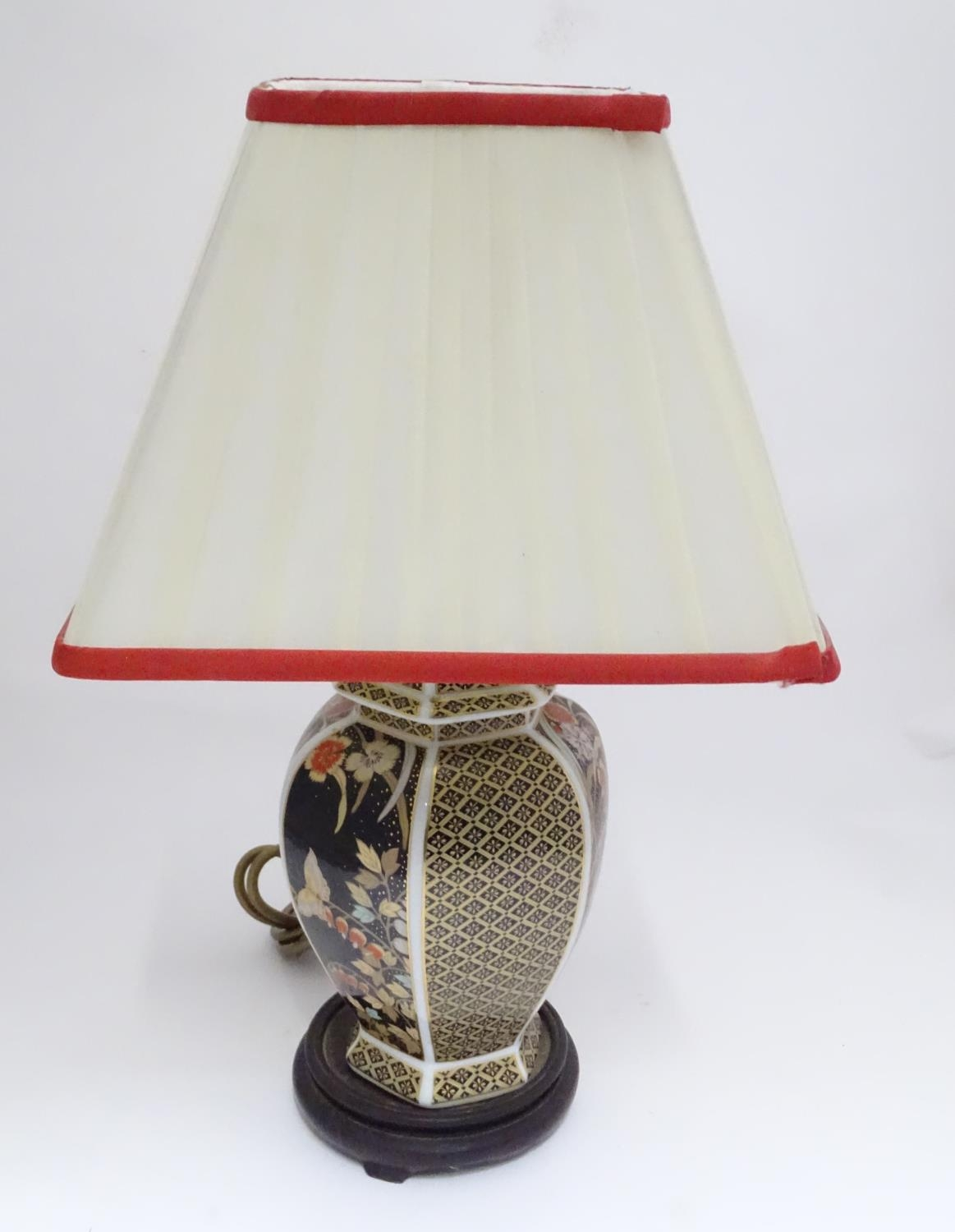 An Oriental style lamp with shade Please Note - we do not make reference to the condition of lots - Image 3 of 6