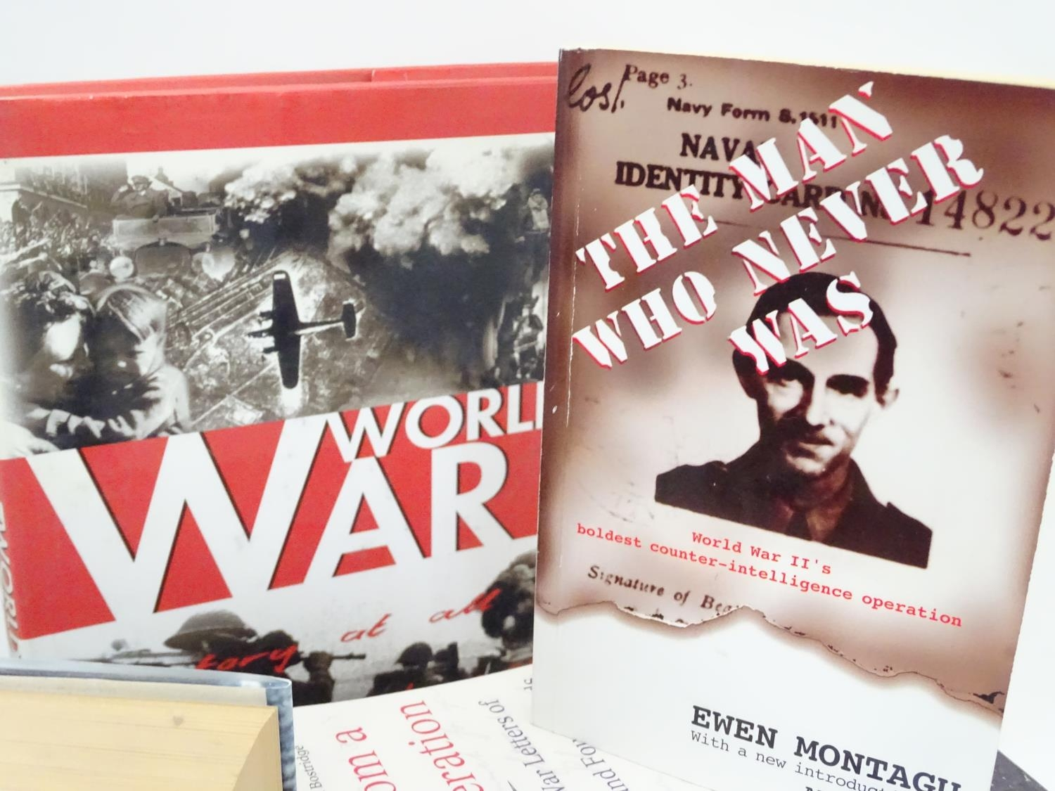 A quantity of books on the subjects of the First and Second World Wars Please Note - we do not - Image 2 of 5