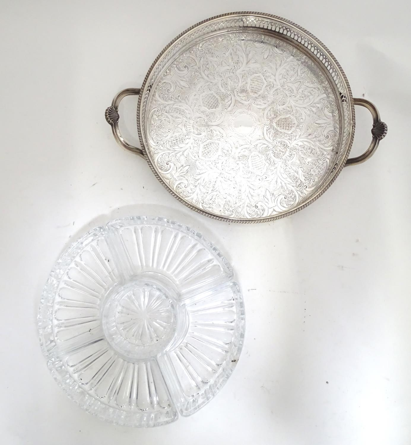 A silver plated entree dish with 5 inset glass sections Please Note - we do not make reference to - Image 4 of 6