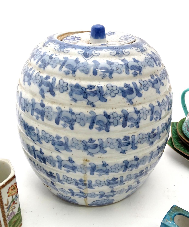 A quantity of assorted oriental ceramics, to include oriental tea bowls, teapot, etc. Please - Image 2 of 4