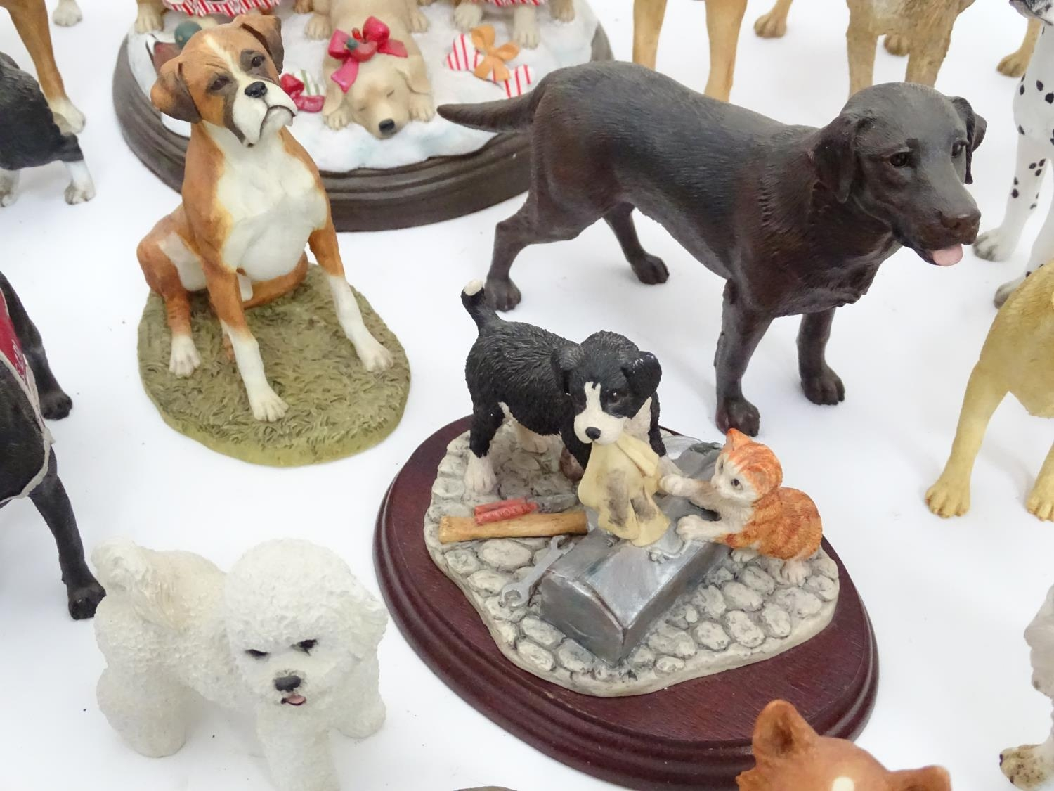 A quantity of dog figurines Please Note - we do not make reference to the condition of lots within - Image 6 of 10